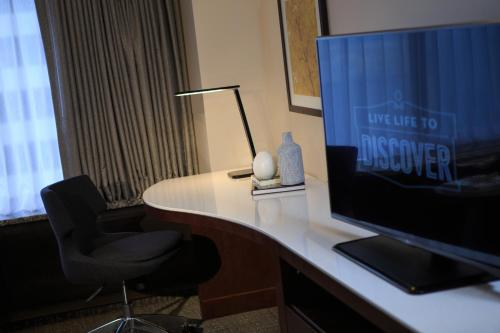 Renaissance Seattle Hotel, A Marriott Luxury & Lifestyle Hotel photo 13