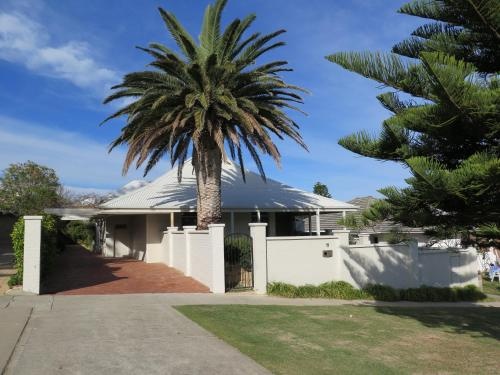 Гостевой дом «Cottesloe Beach House», Cottesloe