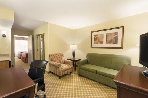 Country Inn and Suites by Carlson Covington Photo