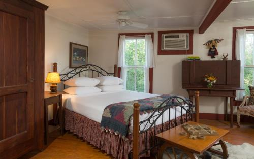 BlissWood Bed and Breakfast Ranch Photo