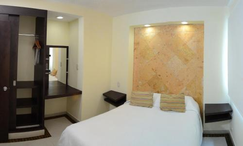 Angeles Suites & Hotel Photo