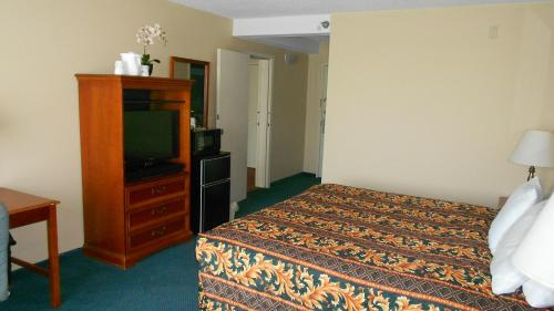 Travelodge Peoria Hotel and Conference Center Photo