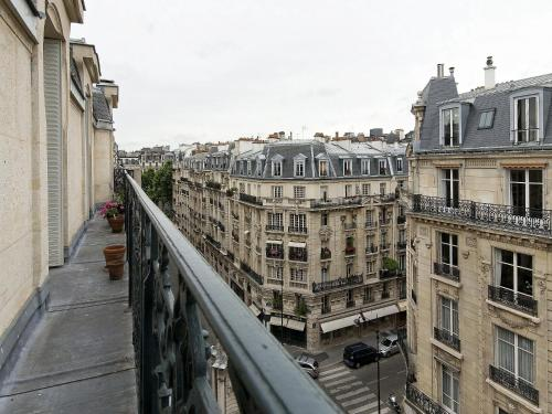 Parisian flat in the chic 15th paris france overview for Flat hotel paris