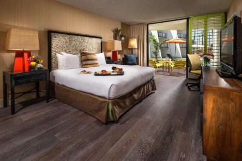 Hotel Maya - a DoubleTree by Hilton Hotel Photo