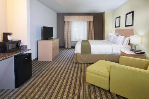 Holiday Inn Express Hotel & Suites Alvarado Photo