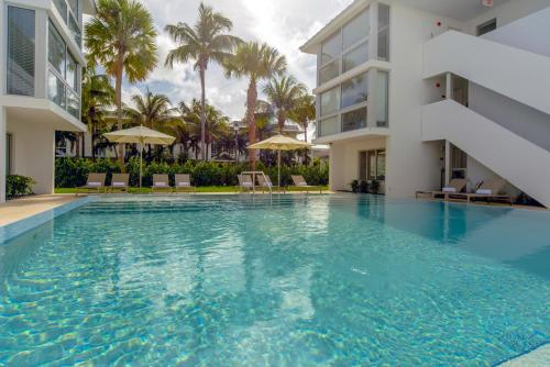 Beach Haus Key Biscayne Contemporary Apartments Photo