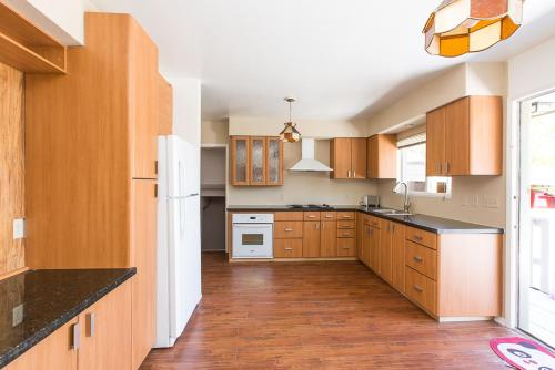Vancouver Goldenway Family House Photo