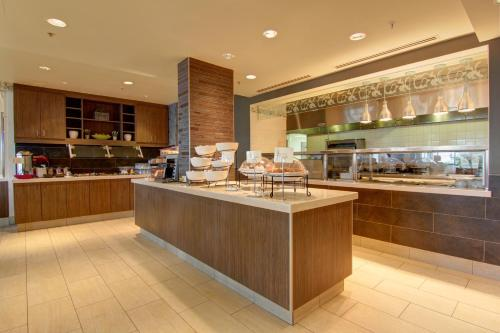 Hilton Garden Inn Calgary Airport Photo