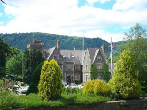 Maenan Abbey Hotel