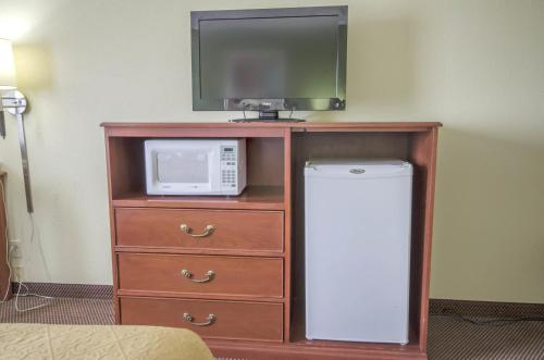 Quality Inn East Evansville Photo