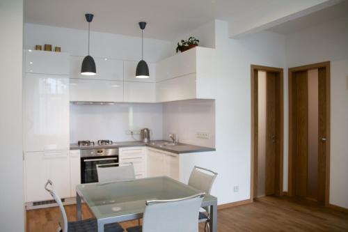 http://www.booking.com/hotel/ee/modern-apartment-in-heart-of-tallinn-city-tallinn.html?aid=1728672