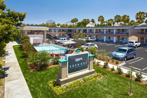 Eden Roc Inn & Suites near the Maingate Photo