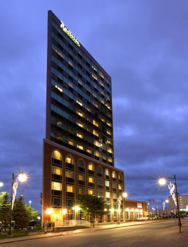 Radisson Hotel & Suites Fallsview Photo