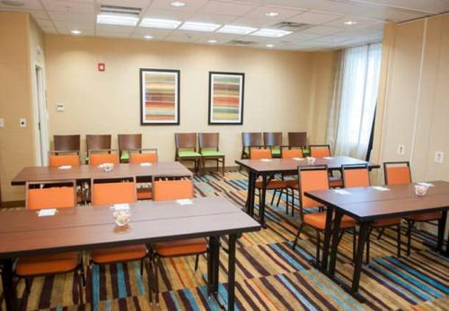 Fairfield Inn & Suites by Marriott Springfield Northampton/Amherst Photo