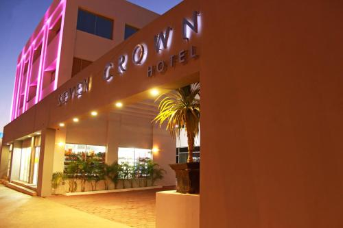 Seven Crown Express & Suites Photo