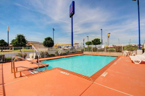 Motel 6 El Reno Photo