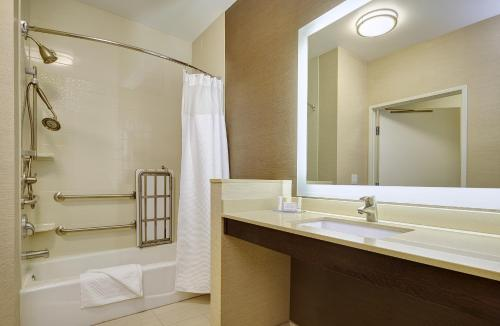 Fairfield Inn & Suites by Marriott San Diego Carlsbad Photo