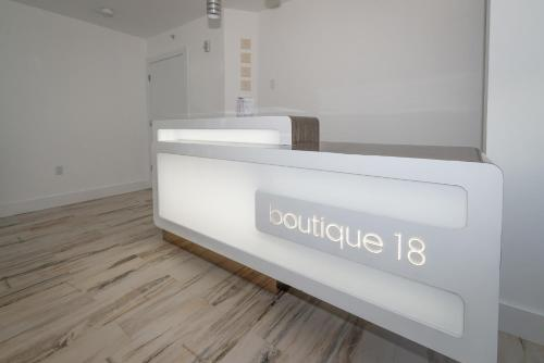 Boutique 18 Photo