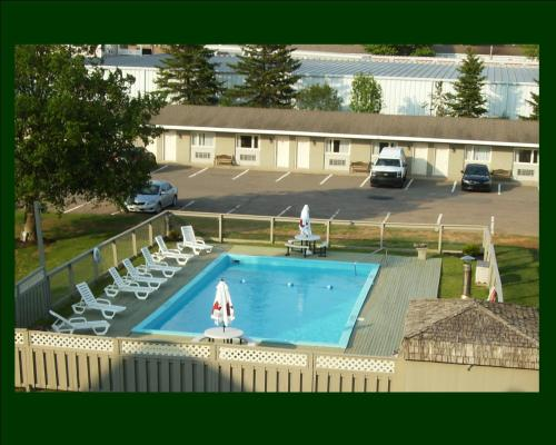 Canadas Best Value Inn & Suites Photo
