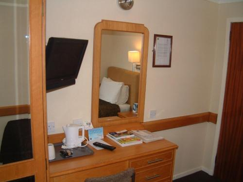Best Western Kings Manor photo 2