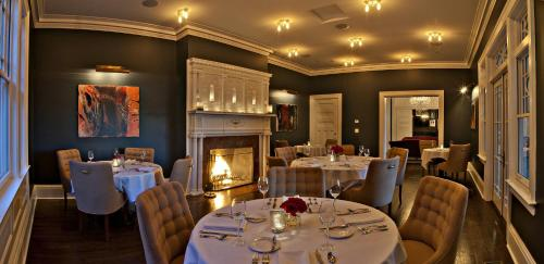 Kemble Inn and Table Six Restaurant Photo
