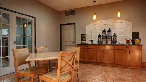 Best Western Copper Hills Inn Photo