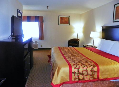 Royalton Inn & Suites Upper Sandusky Photo