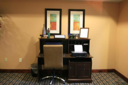 Microtel Inn & Suites by Wyndham Starkville Photo
