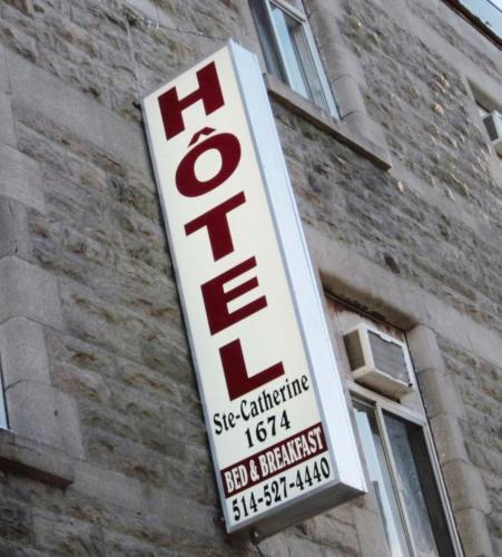 Hotel Ste-Catherine Photo
