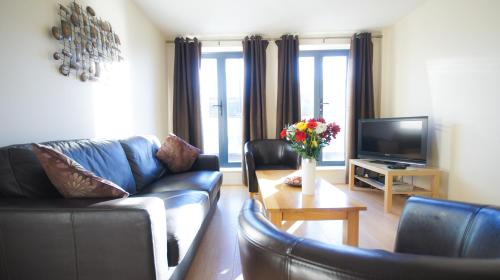 Stay at Crompton Court Apartments