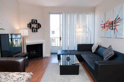 Modern Two Bedroom Apartment Near The Grove - Los Angeles, CA 90036