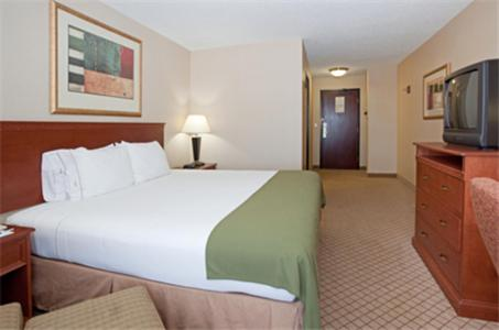 Holiday Inn Express Hotel & Suites Garden City Photo
