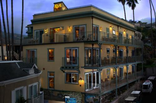The Avalon Hotel in Catalina Island Photo