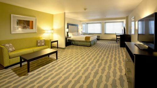 Holiday Inn Express Hotel & Suites Colorado Springs Photo