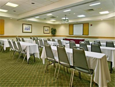 Ramada West Macon Photo