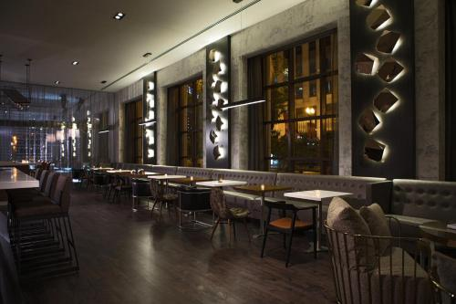 Renaissance Chicago, A Marriott Luxury & Lifestyle Hotel photo 24