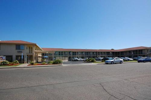 Best Western Hanford Inn Photo