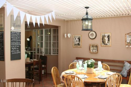 Greenfields Guesthouse & Restaurant Photo