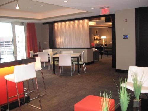 Global Luxury Suites at Pentagon City South Photo