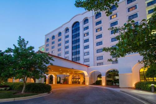 Embassy Suites Greenville Golf Resort & Conference Center Photo