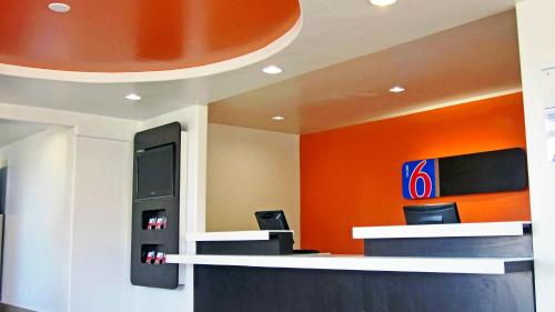 Motel 6 Desert Xpress Photo