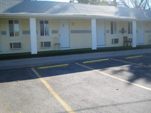 Photo of Budget Inn Carlisle Hotel Bed and Breakfast Accommodation in Carlisle Pennsylvania