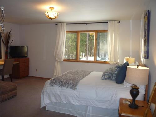 Meadow Lake View Bed and Breakfast Photo