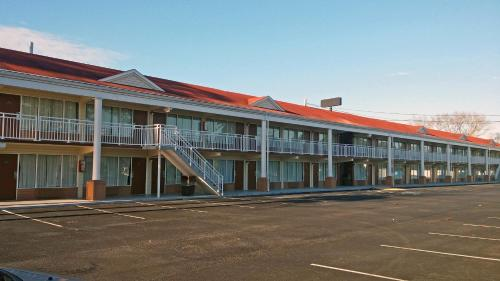 Motel 6 Brunswick Photo