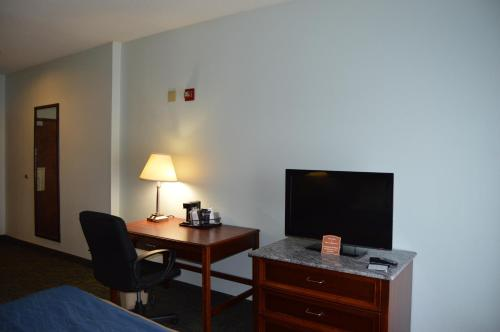 Quality Inn & Suites Cincinnati Photo