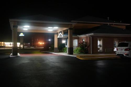Budget Inn Beebe Photo