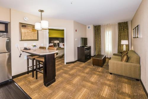 Staybridge Suites Knoxville West Photo