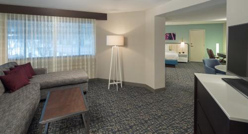 DoubleTree by Hilton Austin Northwest - Arboretum photo 7