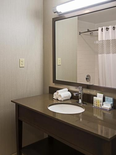 Hampton Inn by Hilton Ottawa Airport Photo