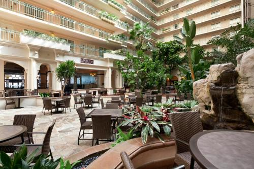 Embassy Suites San Francisco Airport - Waterfront Photo
